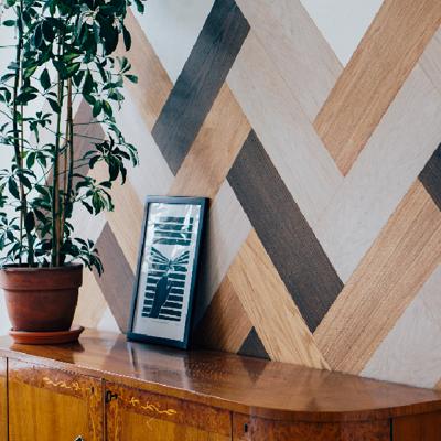 Innovatsioon puidukasutuses -  kleebitavad väärispuidust dekoratiivseinad.
